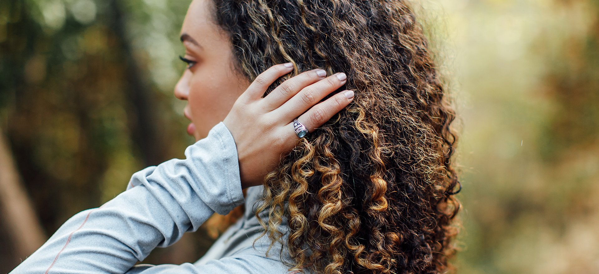 girl wearing achiever ring